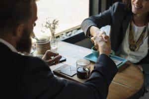 איך למצוא מתווך מקצוען שימכור לך את הנכס